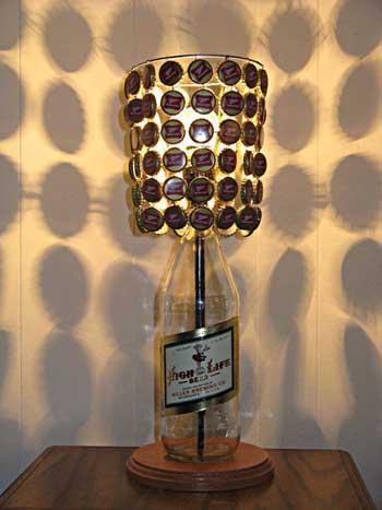 Ideas para decorar tu casa con chapas - Lamparas hechas con botellas ...